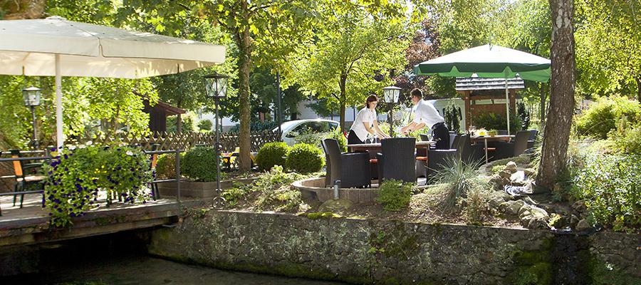 forellenhof_roessle_kulinarium_restaurant_terrasse_eindecken_02.jpg