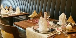 Forellenhof-Restaurant-Nebenzimmer-gedeck.jpg